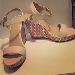 Jessica Simpson wedged size 10